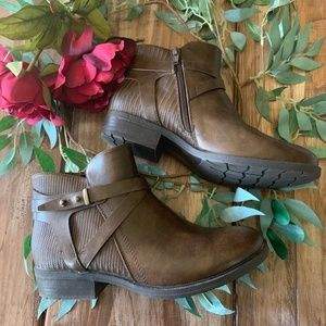 "Baretraps Brown Side Buckle Bootie w/  1"" heel"